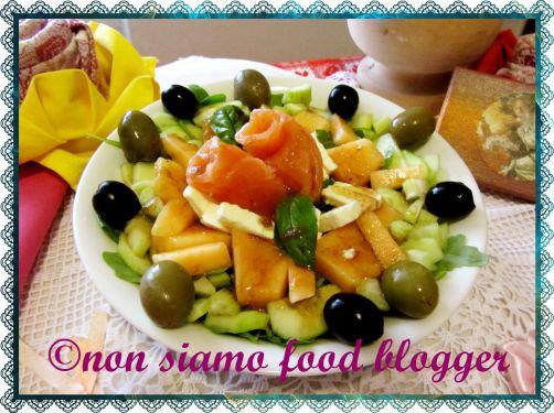 Insalata di farro con melone e salmone affumicato